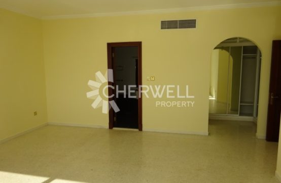 Big Size  4 BR Apartment in Khalidiya